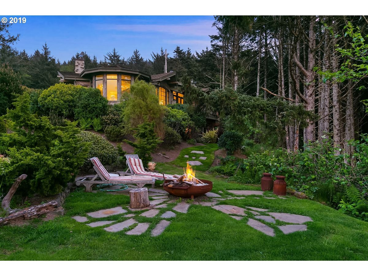 Mansions extraordinary Cannon Beach property
