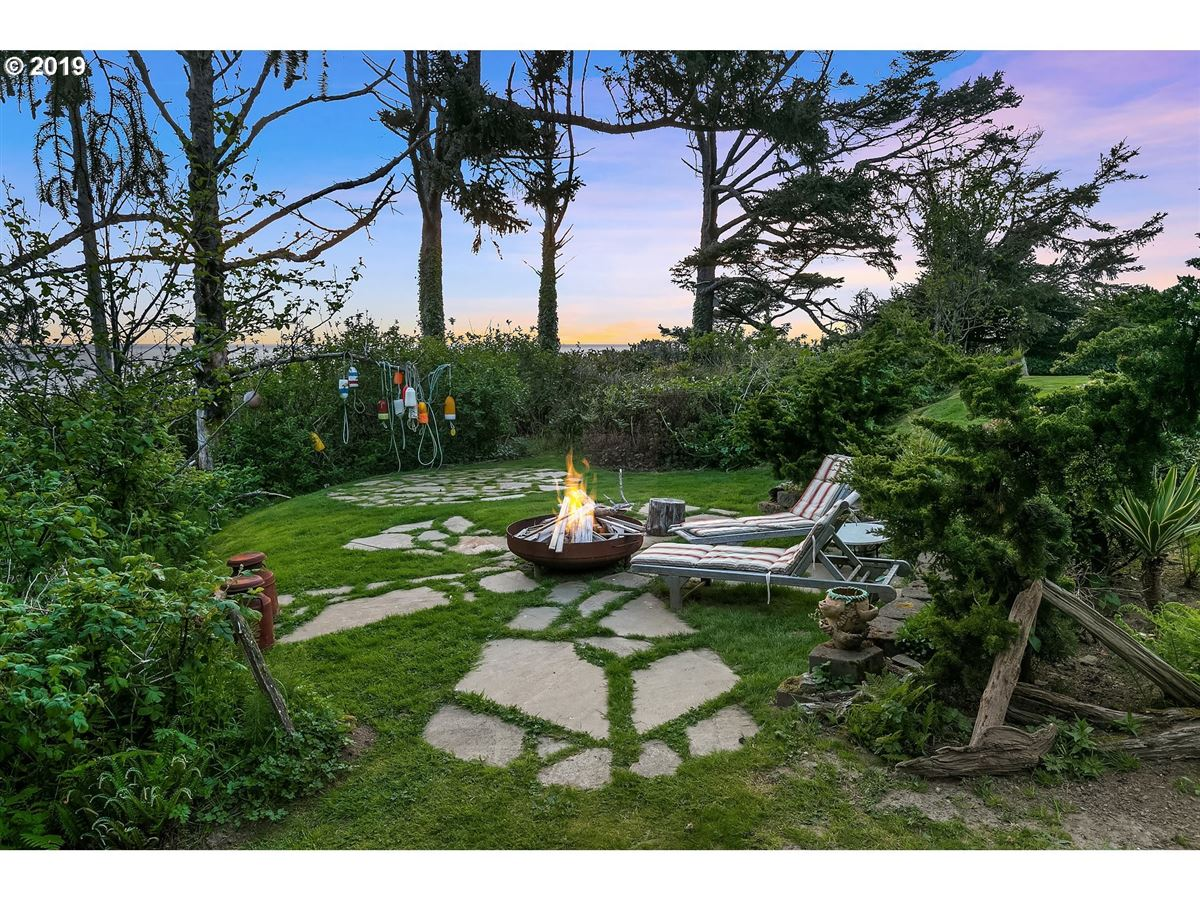 extraordinary Cannon Beach property mansions