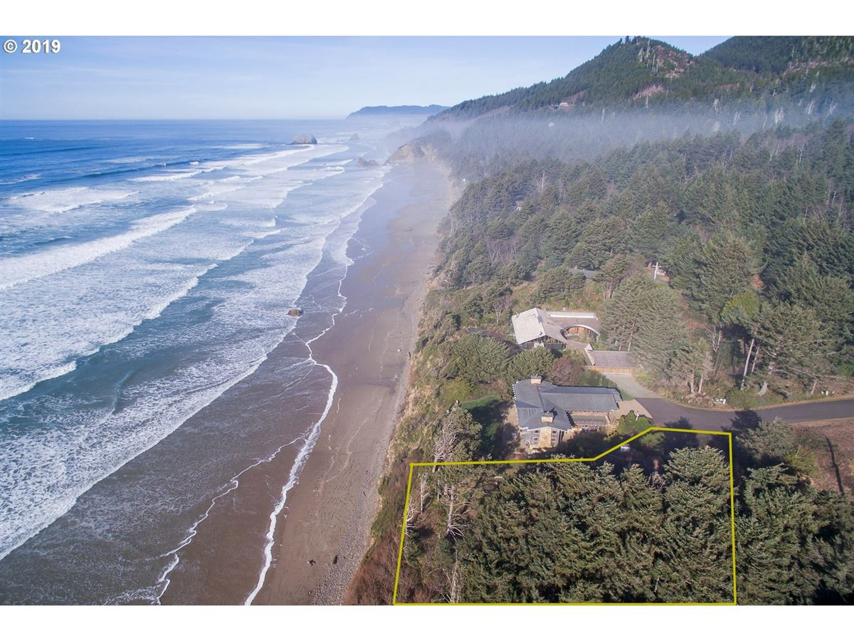 Mansions in extraordinary Cannon Beach property