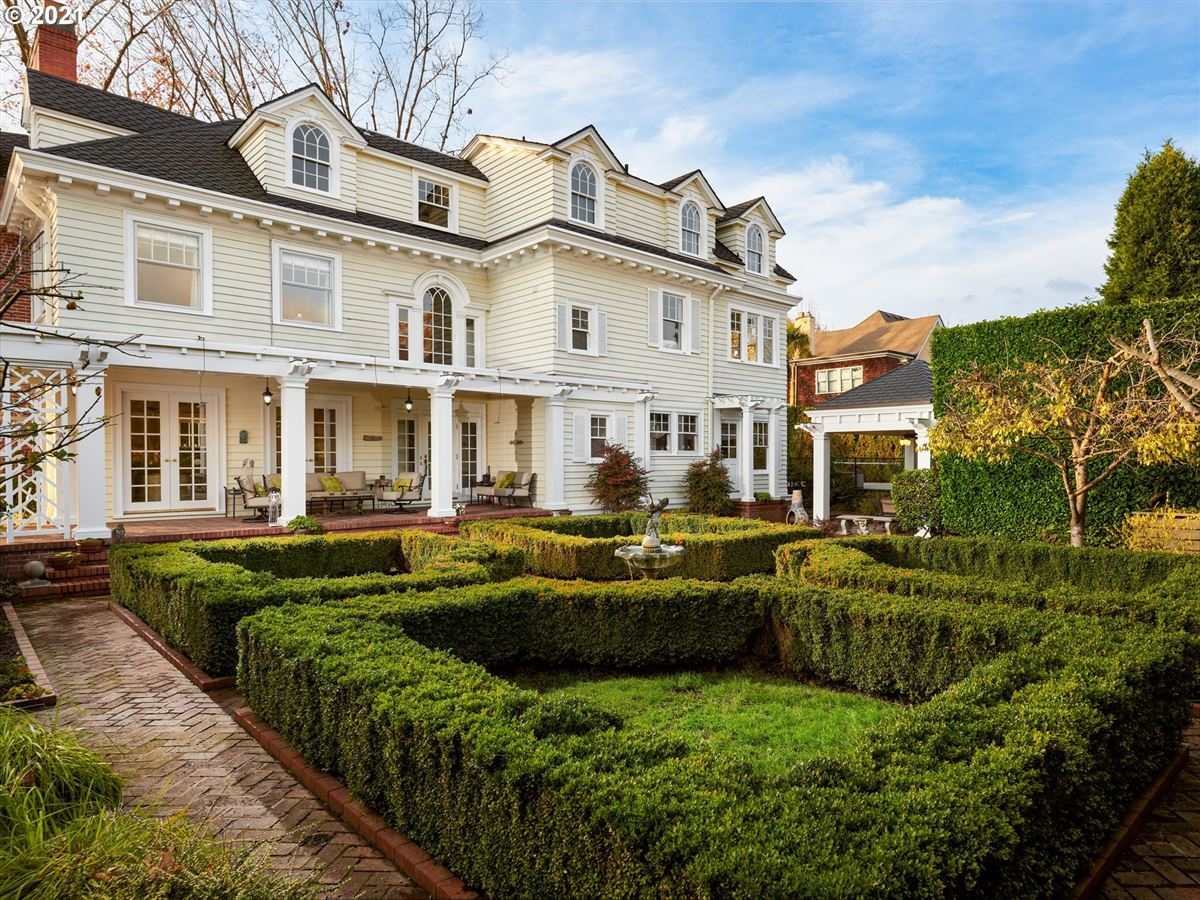 Mansions in portland Colonial Heights Luxury Estate