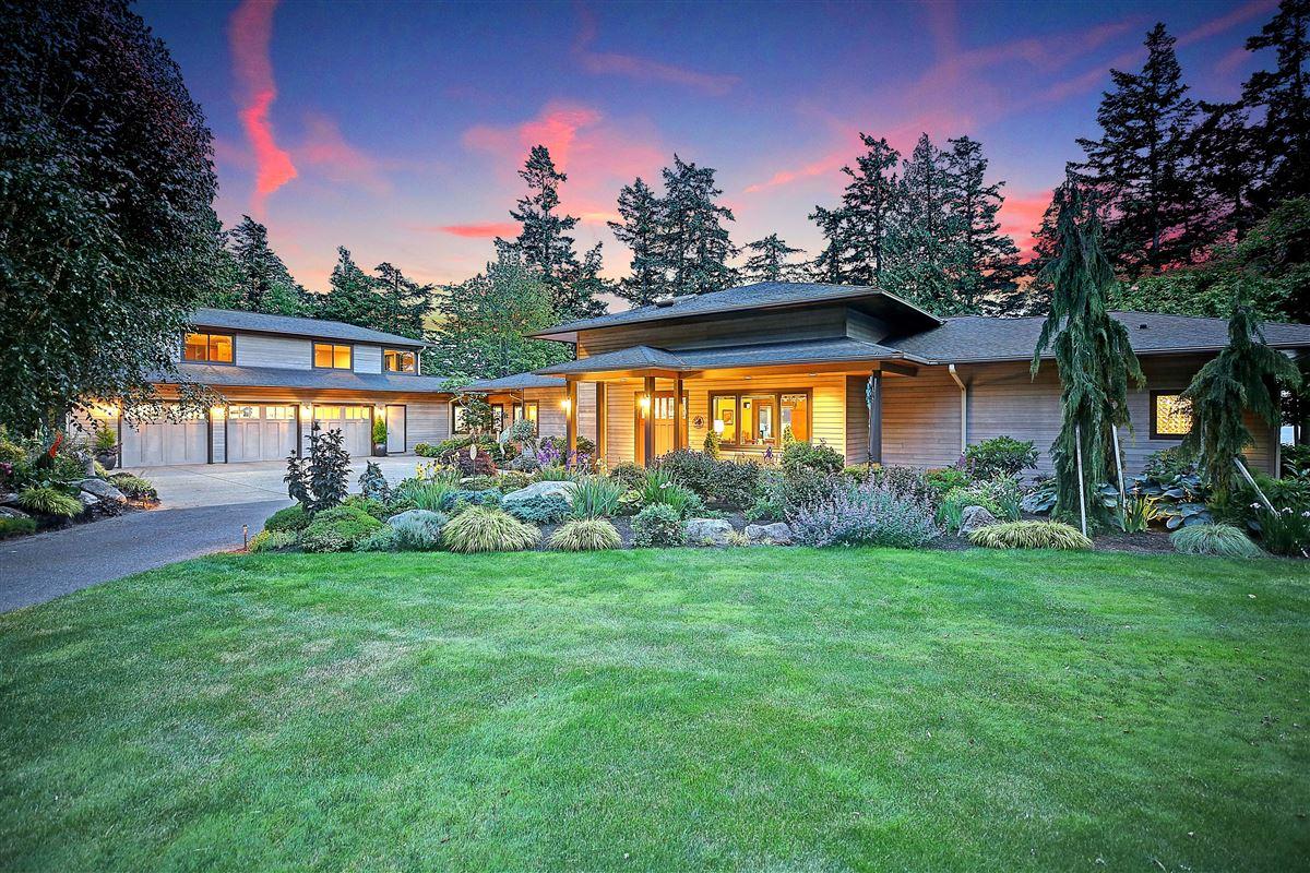 Mabana Waterfront Estate luxury homes