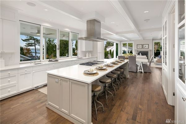 Mansions  brand new Hamptons-inspired view estate