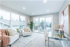 Mansions in light and bright new custom home