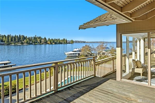 Luxury homes exclusive Low bank west facing waterfront in Yarrow Point