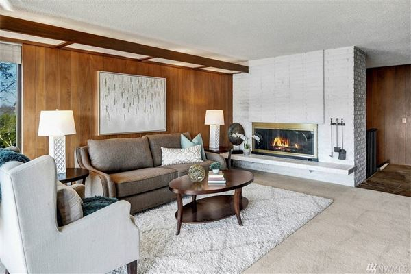 exclusive Low bank west facing waterfront in Yarrow Point luxury homes