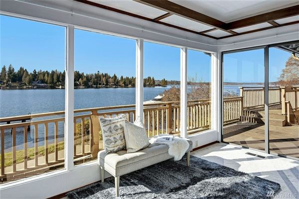 exclusive Low bank west facing waterfront in Yarrow Point luxury real estate