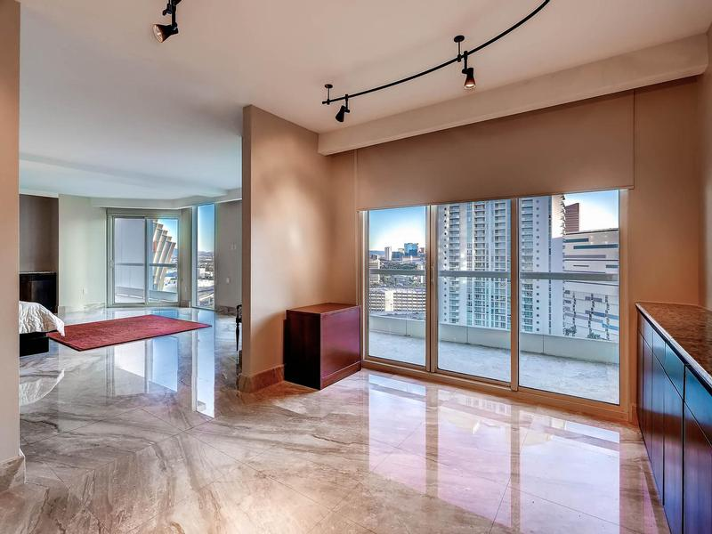 Luxury homes in world-class Turnberry Place Penthouse