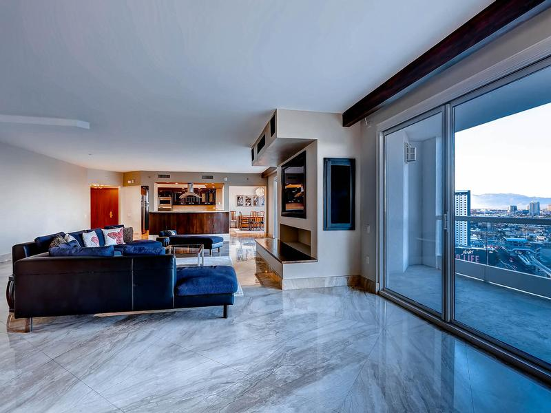 Luxury homes world-class Turnberry Place Penthouse