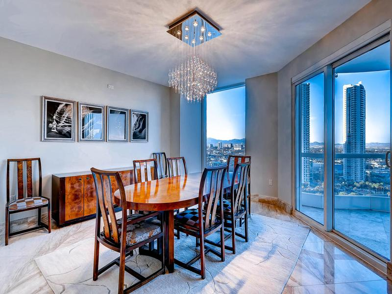 Luxury real estate world-class Turnberry Place Penthouse