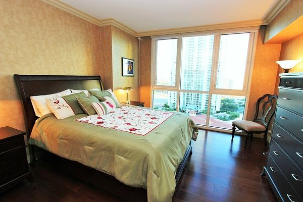 Luxury properties TURNBERRY PLACE CONDO FULLY FURNISHED