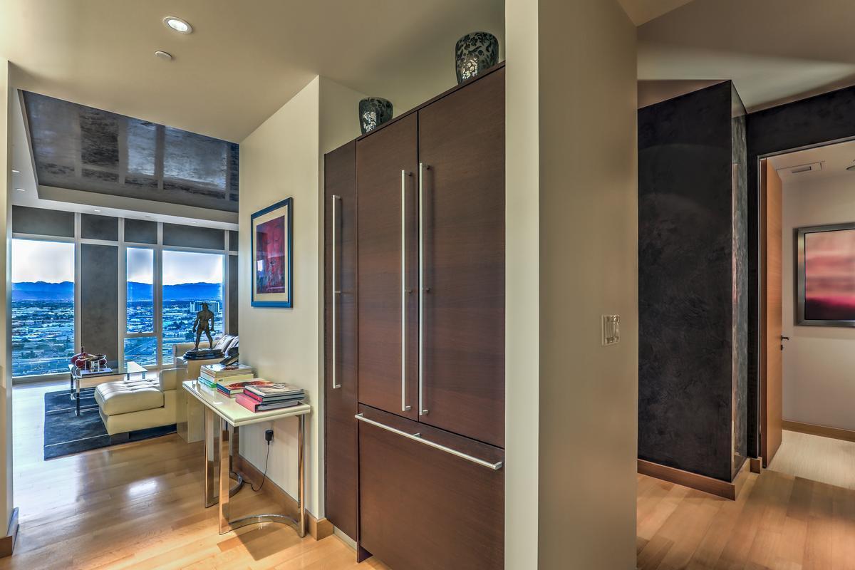 Luxury homes Waldorf Highrise