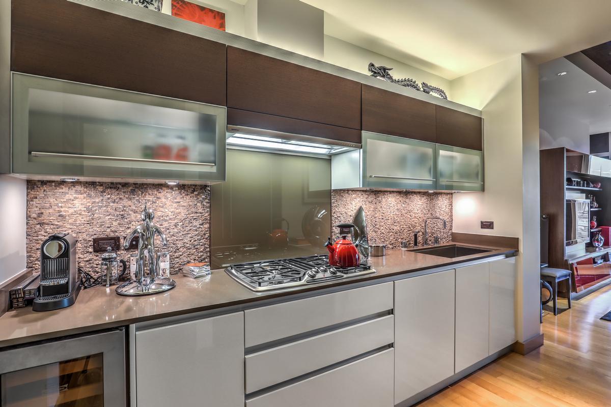 Luxury real estate Waldorf Highrise