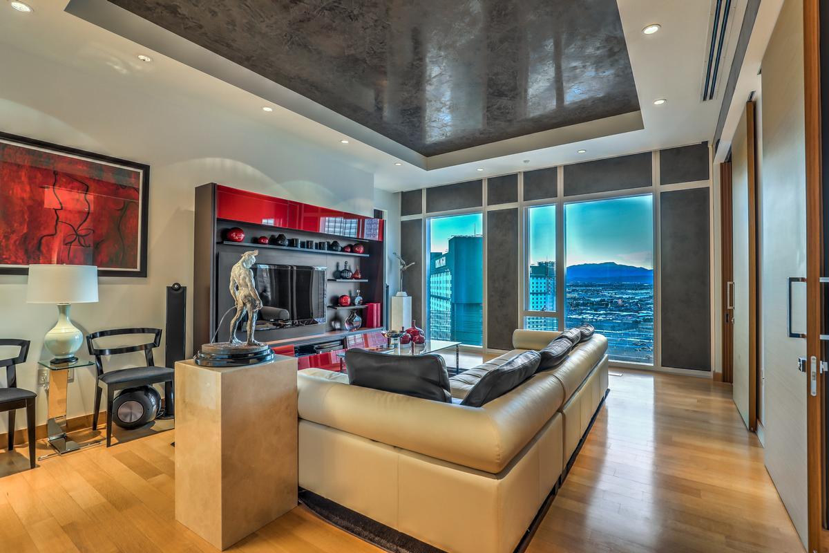 Waldorf Highrise luxury real estate