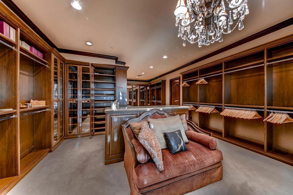 exclusive foothills of MacDonald Highlands luxury properties