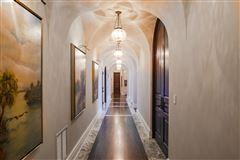 Mansions in elegance and grandeur
