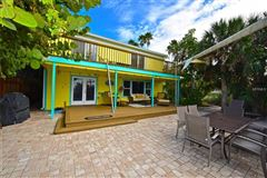 adorable beach get-a-way mansions