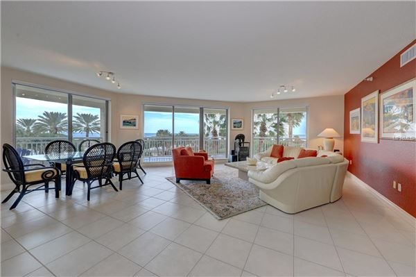 spacious condo with great views  mansions