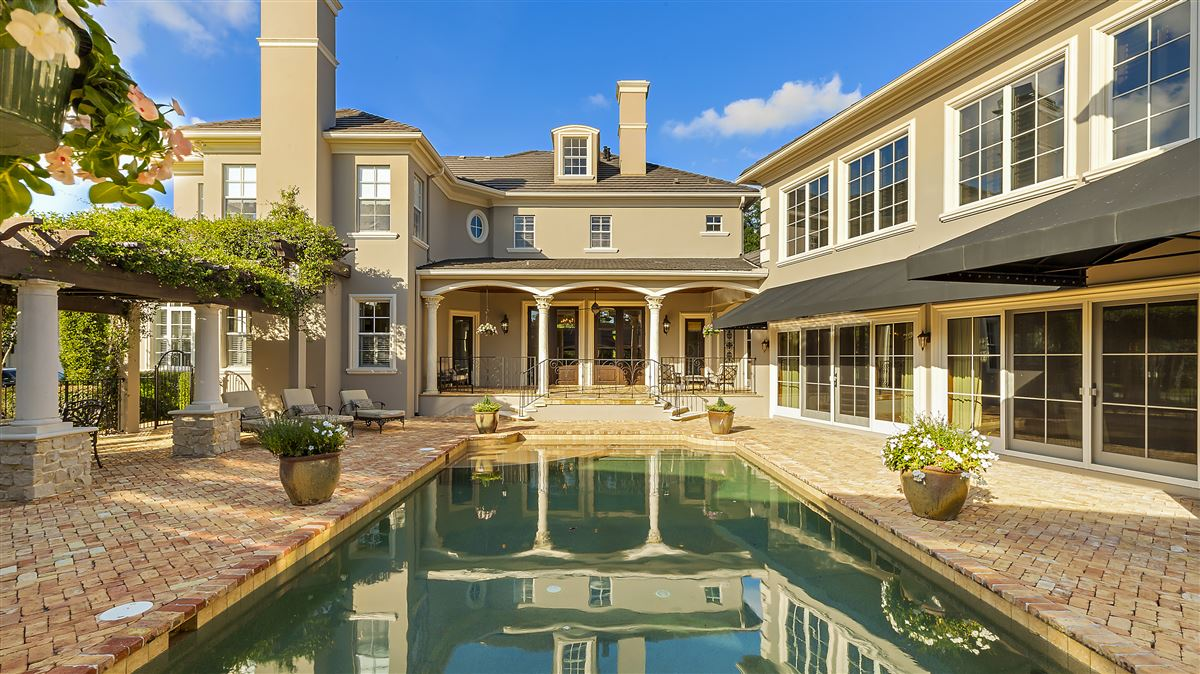 Luxury homes The perfect combination of modern and classic design In Florida
