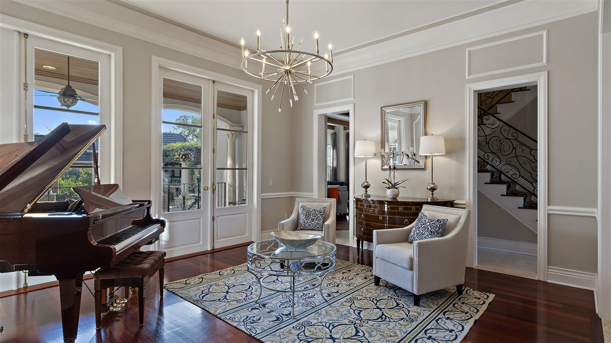 Luxury real estate The perfect combination of modern and classic design In Florida
