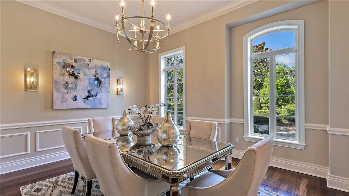 Luxury properties The perfect combination of modern and classic design In Florida
