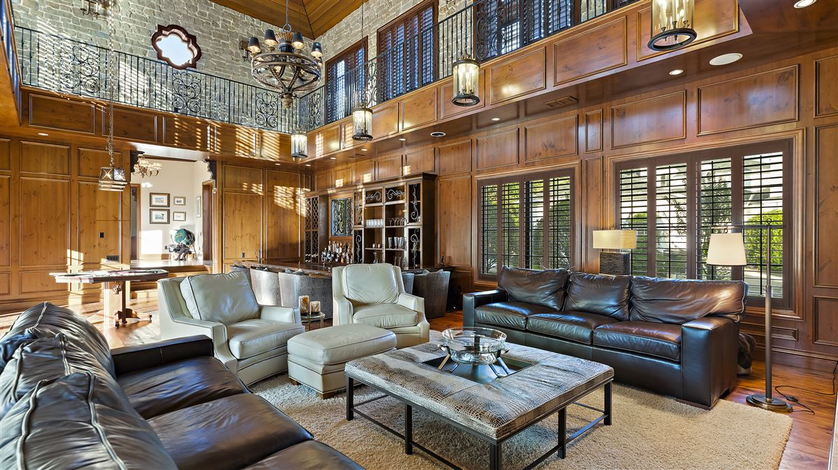 The perfect combination of modern and classic design In Florida luxury homes