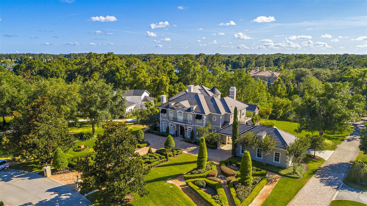 The perfect combination of modern and classic design In Florida mansions