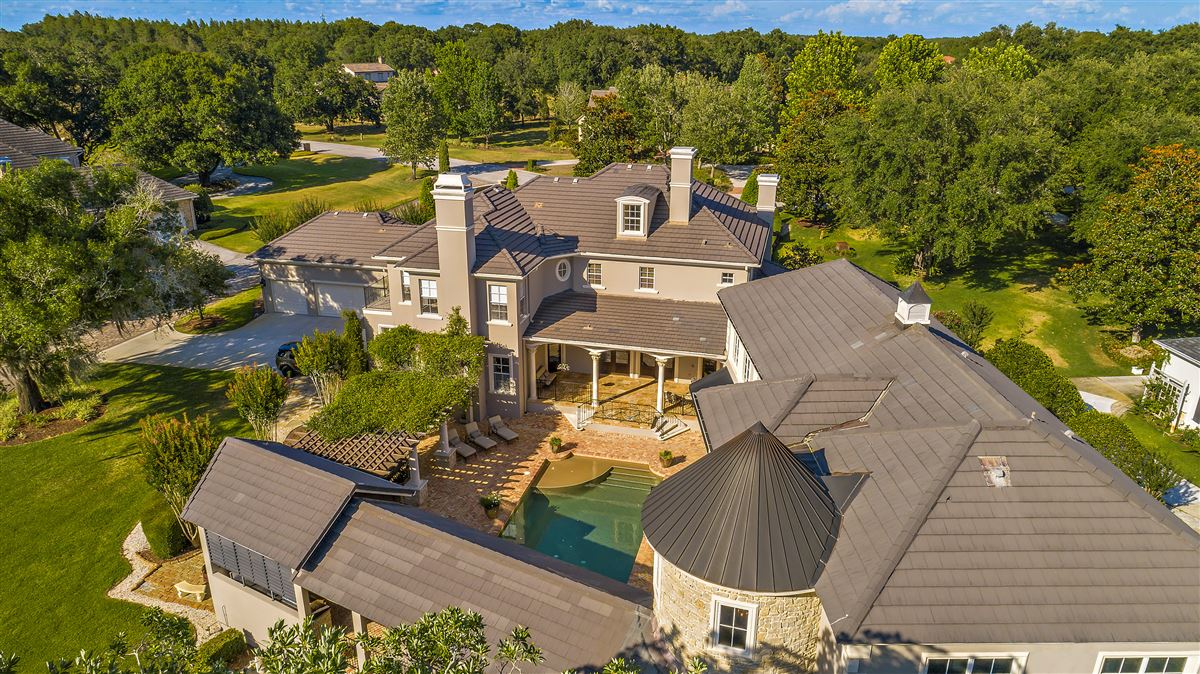 Luxury homes in The perfect combination of modern and classic design In Florida