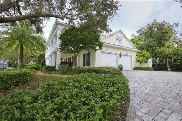Luxury real estate grand estate in Culbreath Isles