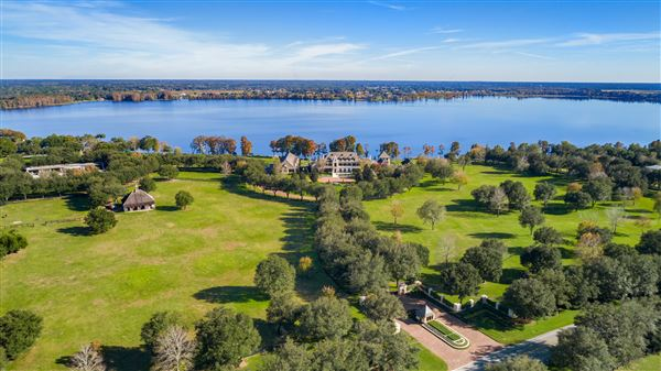 Luxury properties The Oaks in THONOTOSASSA Florida