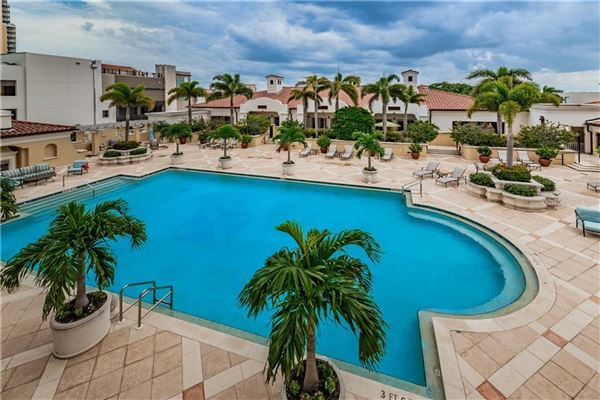 a premier location in Parkshore Plaza luxury homes