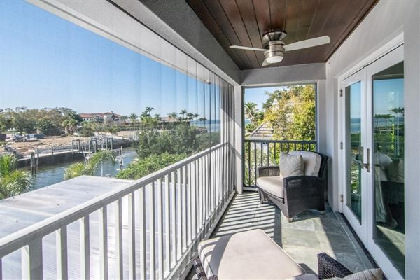 Luxury real estate spectacular showplace in Culbreath Isles