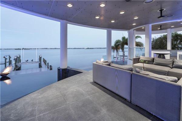 modern work of art on the water luxury homes