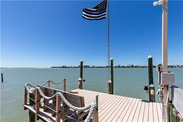 Luxury properties a Paradise on PASS-A-GRILLE Channel