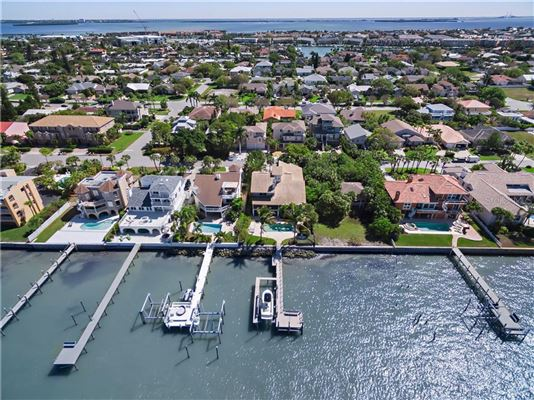 Luxury homes a Paradise on PASS-A-GRILLE Channel