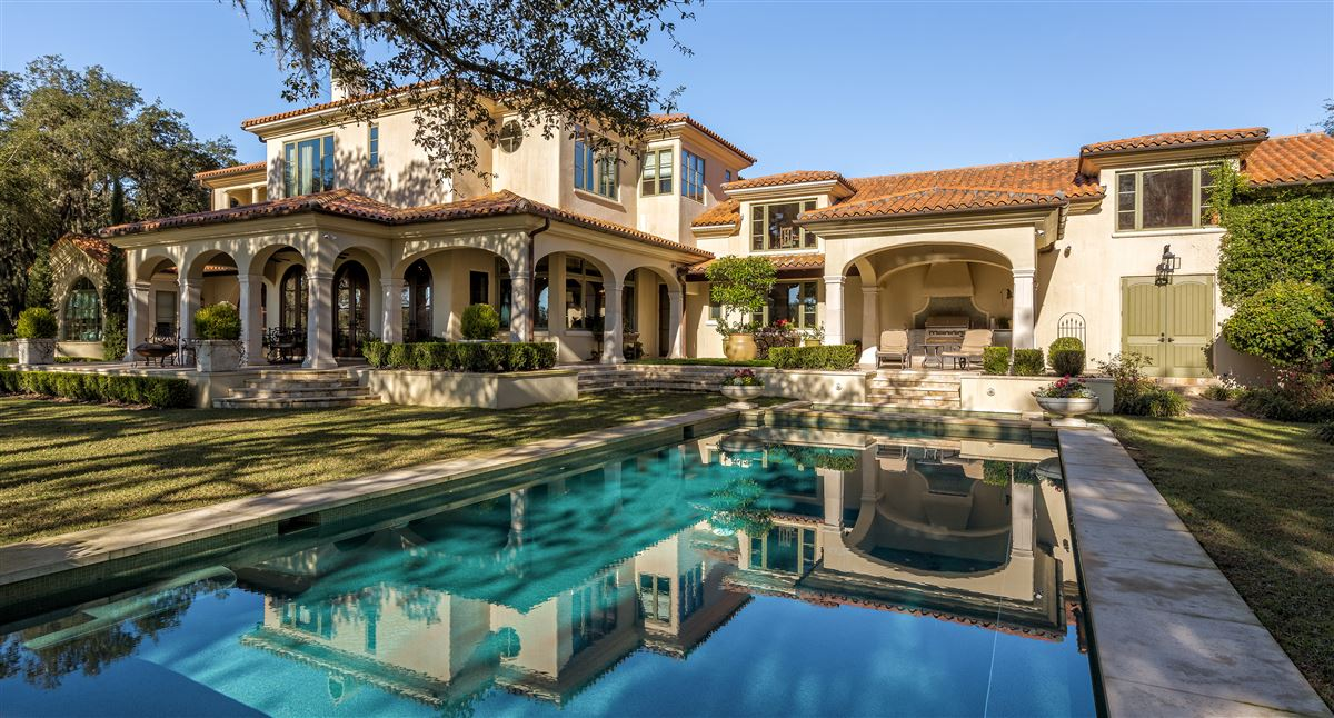 Luxury homes in Mediterranean splendor awaits you