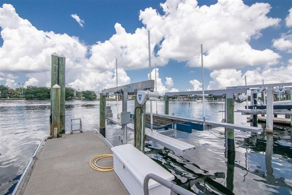 Luxury homes in waterfront gem on beautiful Harbour Island