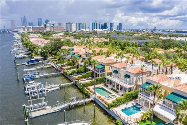 Mansions in waterfront gem on beautiful Harbour Island