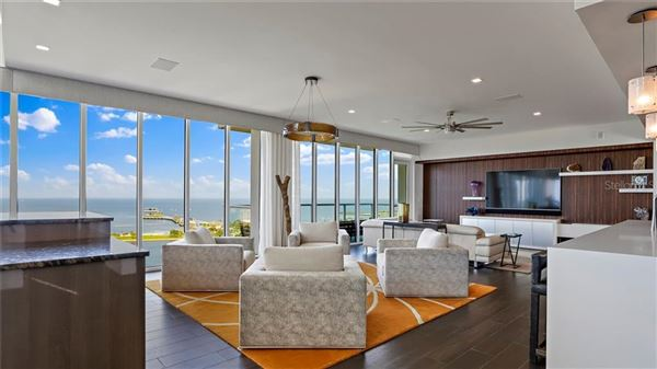 Luxury real estate magnificent Penthouse in the bliss complex