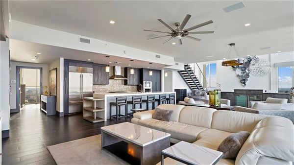 Mansions in magnificent Penthouse in the bliss complex