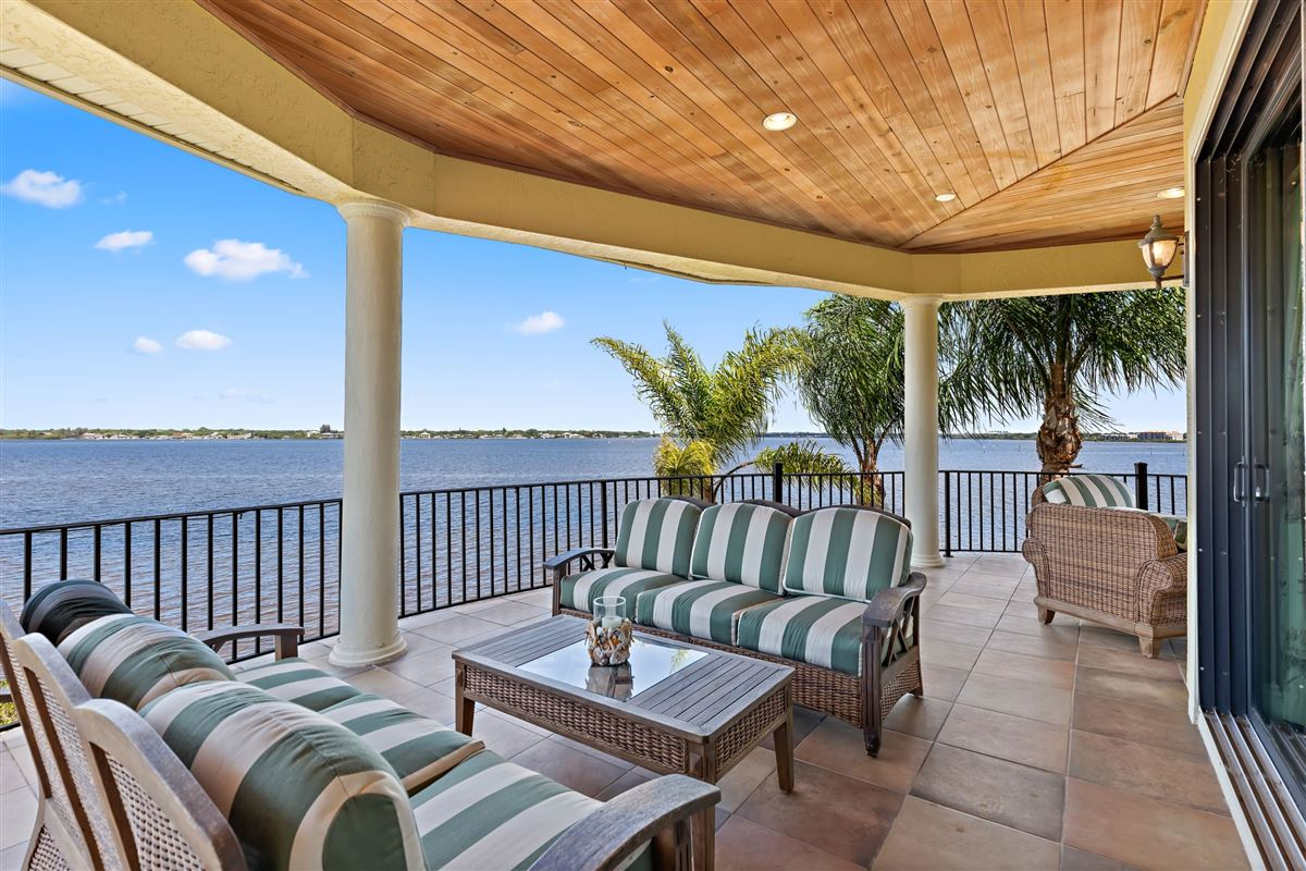 EXQUISITE hawk island WATERFRONT RESIDENCE luxury homes