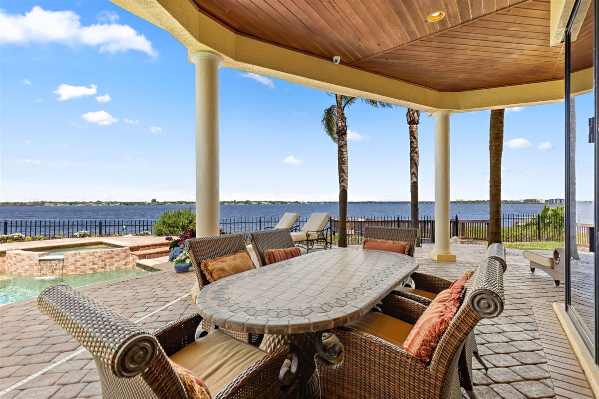EXQUISITE hawk island WATERFRONT RESIDENCE luxury real estate