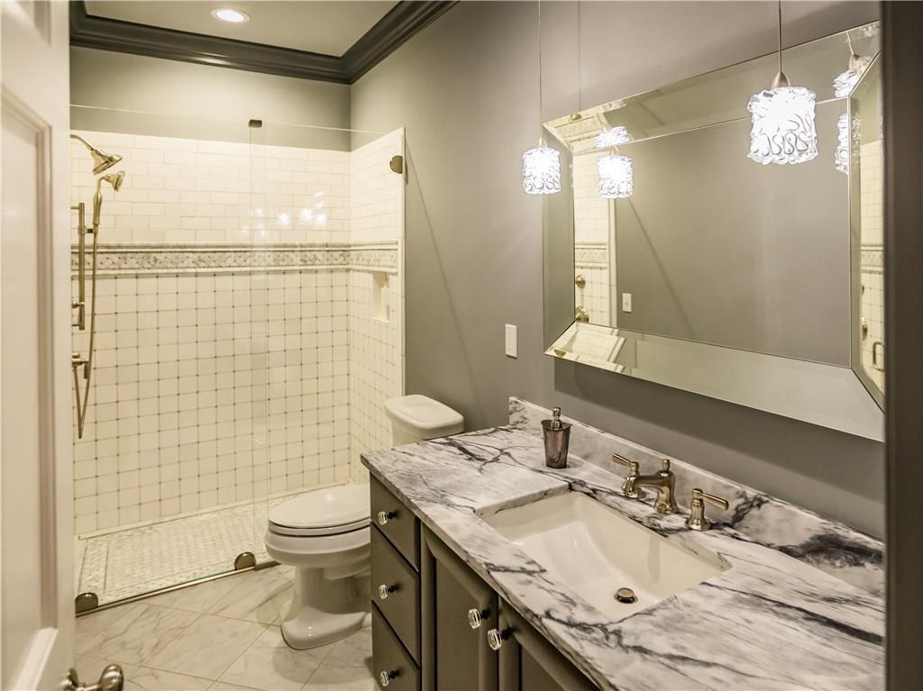 Stunning Lakefront Estate luxury homes