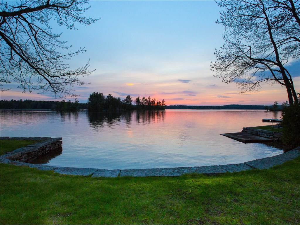 Luxury real estate exceptional Cobbossee Lake property