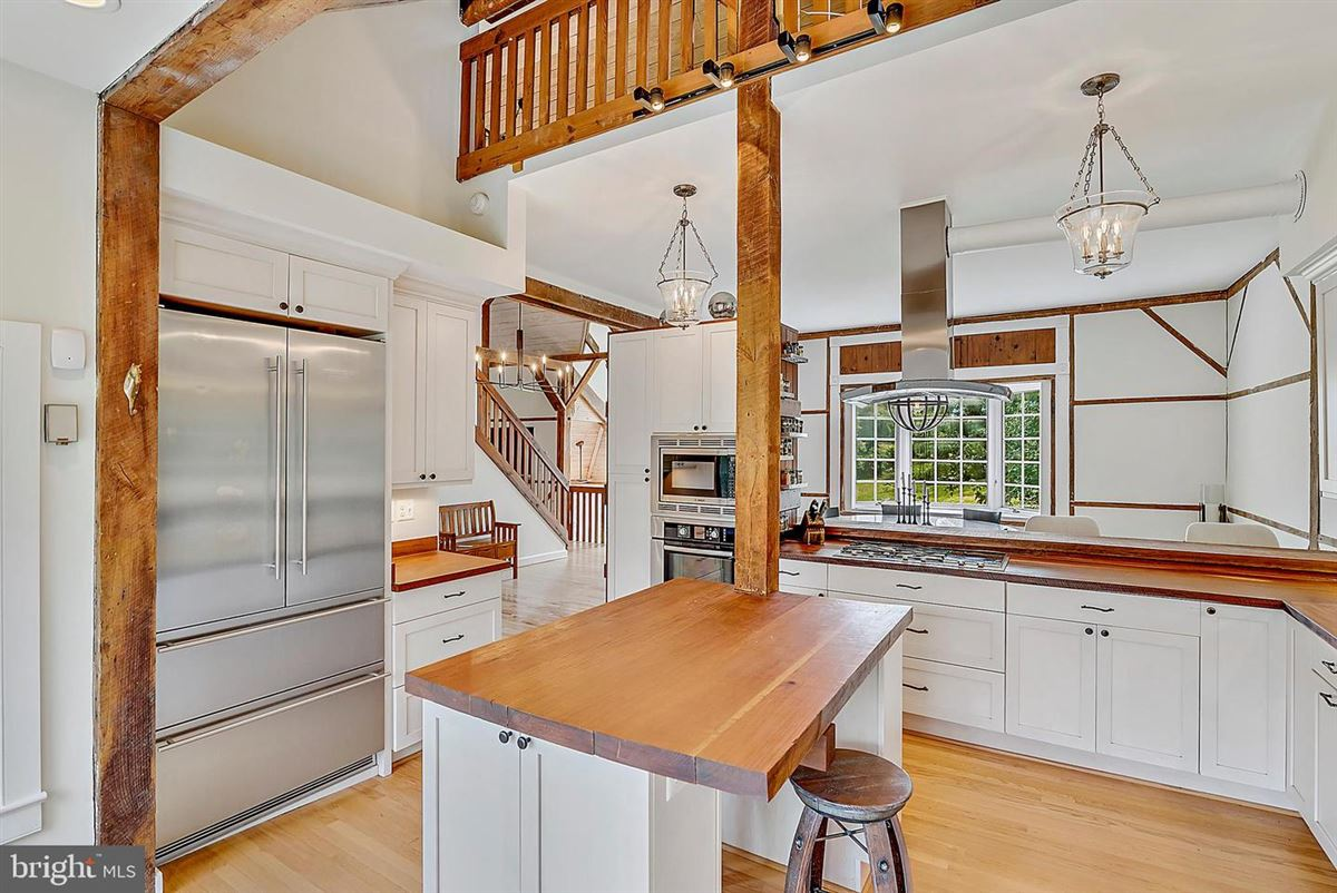 Luxury homes stunning post and beam home in private setting