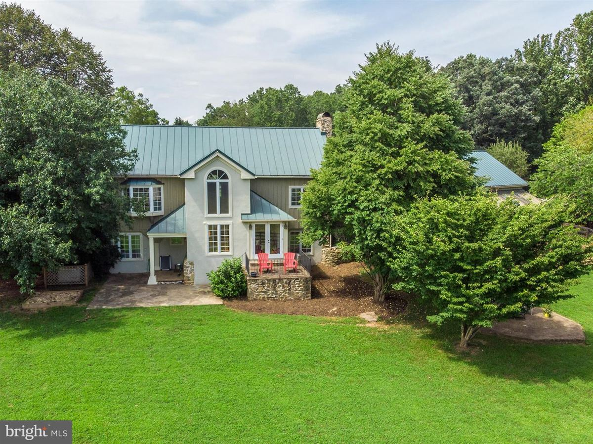 Luxury real estate stunning post and beam home in private setting