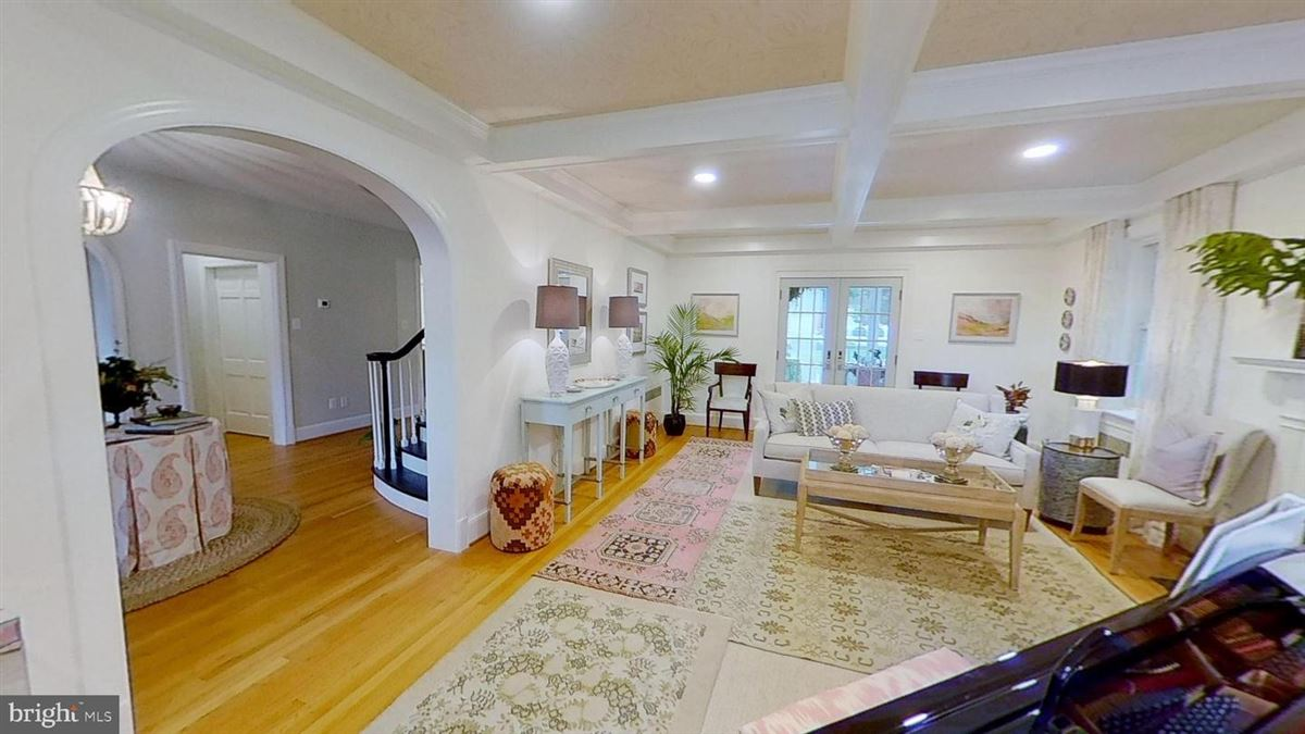 Mansions in grand home in premium Baker Park location