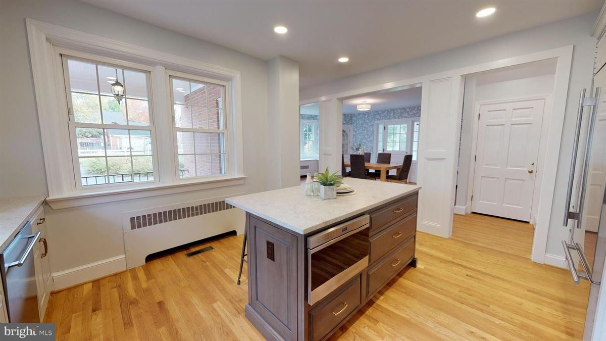 Luxury homes grand home in premium Baker Park location