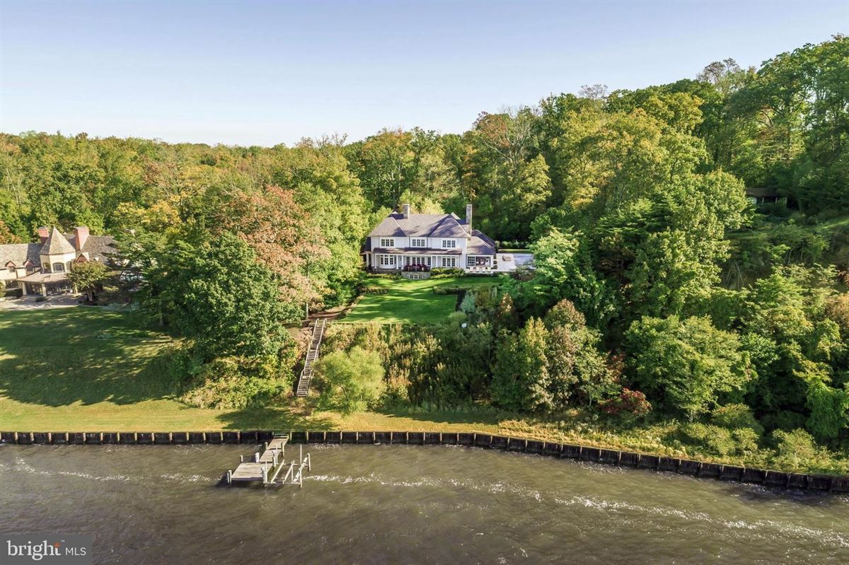 Luxury real estate luxury home on the Magothy River