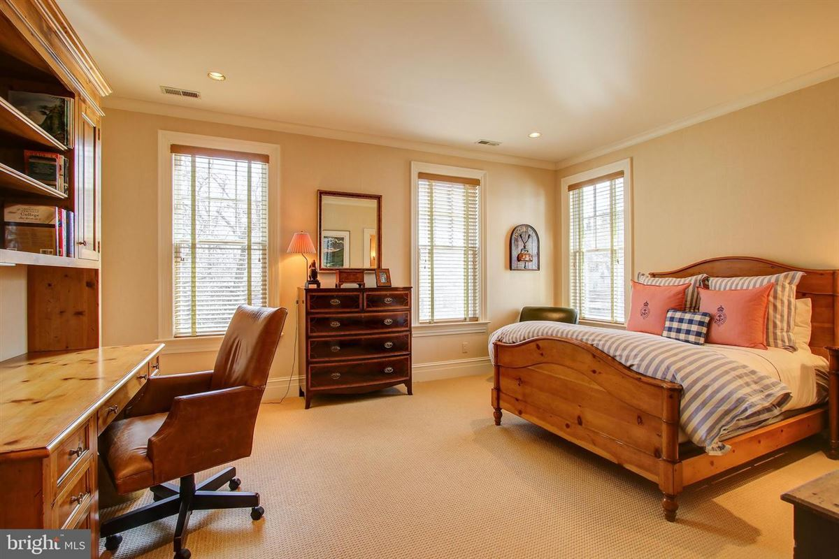 Luxury homes in an exquisite home in bethesda