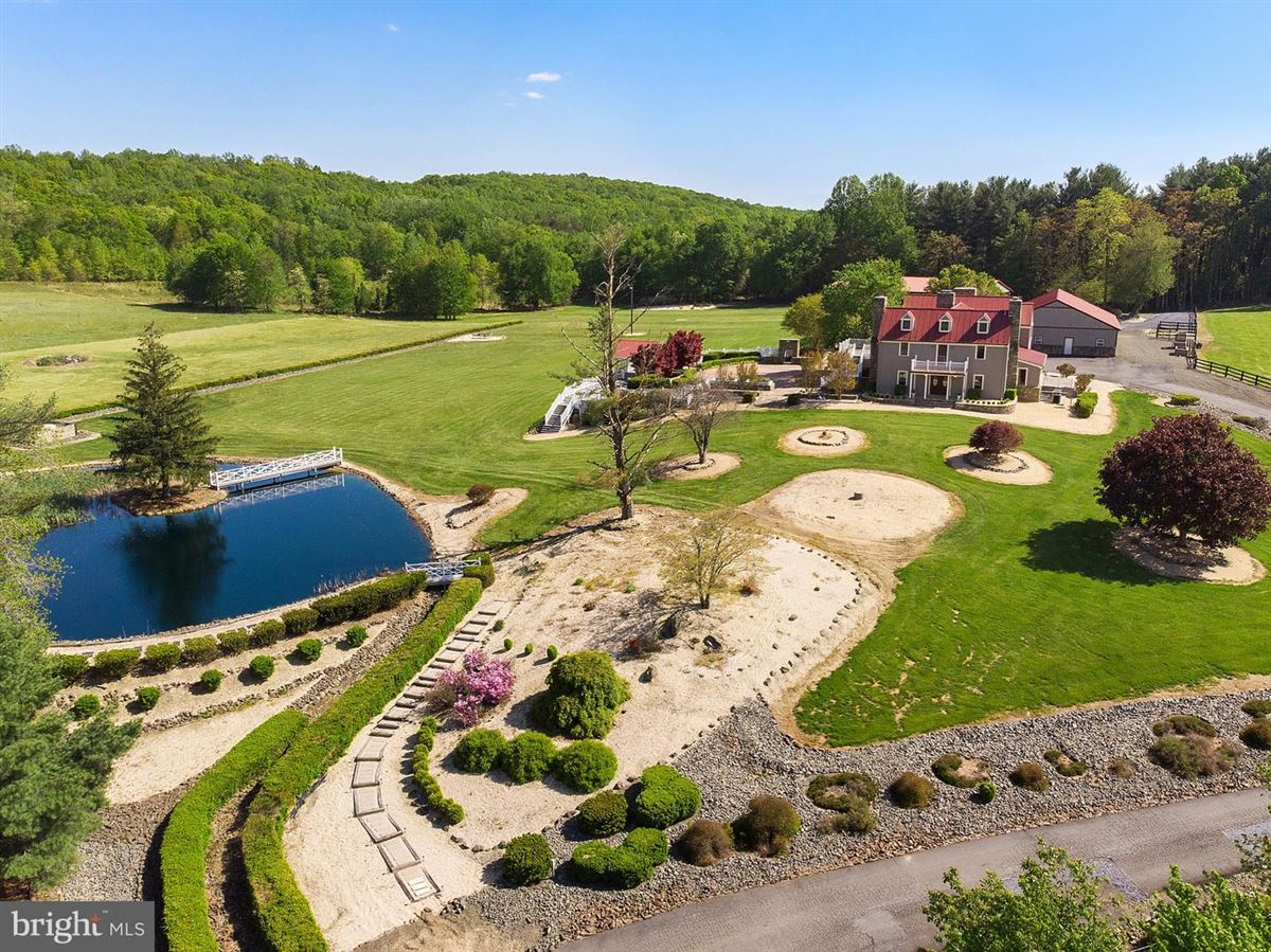 Mansions in luxurious estate home on 70 acres